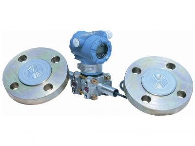 Flush diaphragm seal pressure transmitter