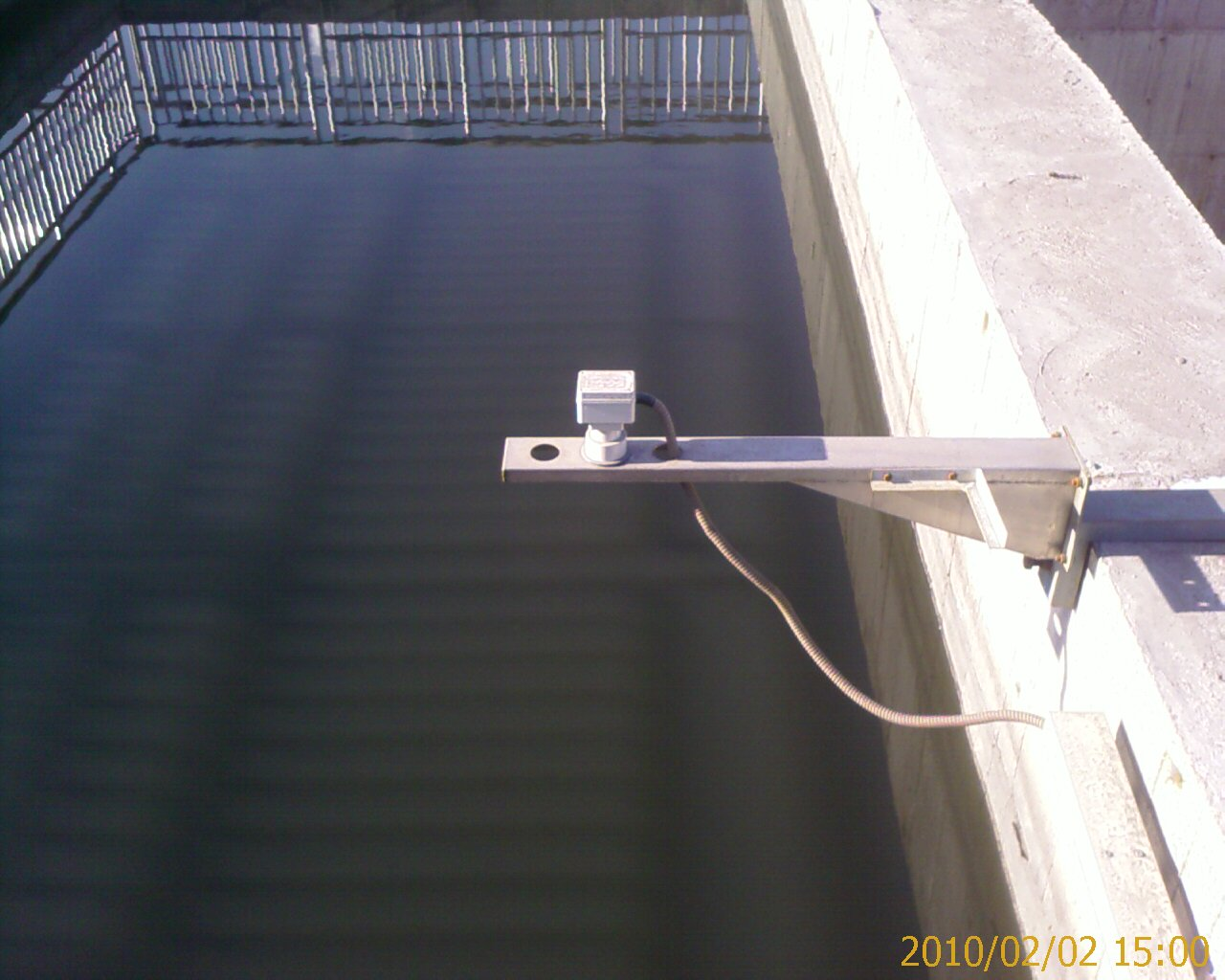 Non-contact ultrasonic flow sensor